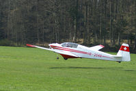 HB-2048 @ LSPL - Taking-off for circuits. Langenthal-Bleienbach. HB-registered 1978-12-21 until 2012-04-02.