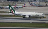 EI-EJG @ MIA - Alitalia