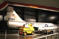 56-0914 @ KFFO - F-104C