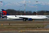 N806NW @ LIMC - Taxiing