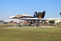 162462 @ KVQQ - F-18 gate guard