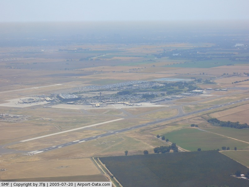 Sacramento International Airport (SMF) - SAC Int. From the NW