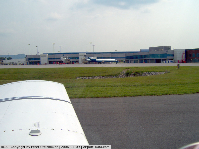 Roanoke Rgnl/woodrum Field Airport (ROA) - Taxiing past the Roanoke terminal on our way to rwy 33.
