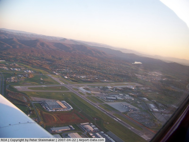 Roanoke Rgnl/woodrum Field Airport (ROA) - Overflying Roanoke