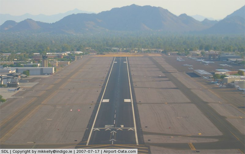 Scottsdale Airport (SDL) - Approaching runway 21