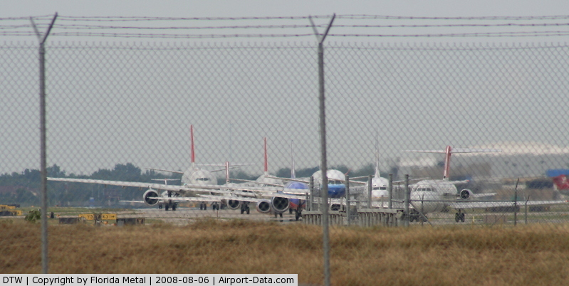 Detroit Metropolitan Wayne County Airport (DTW) - Line up of aircraft waiting to depart DTW