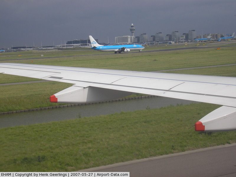 amsterdam airport arrivals