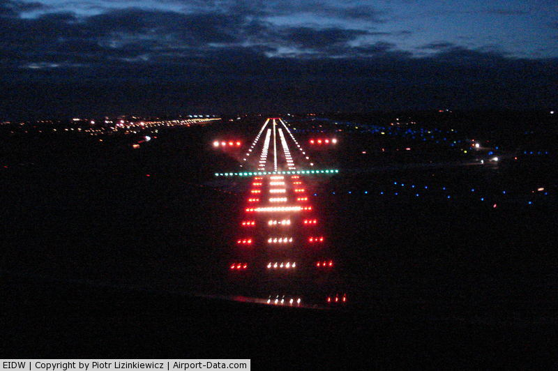 Dublin International Airport, Dublin Ireland (EIDW) - night approch