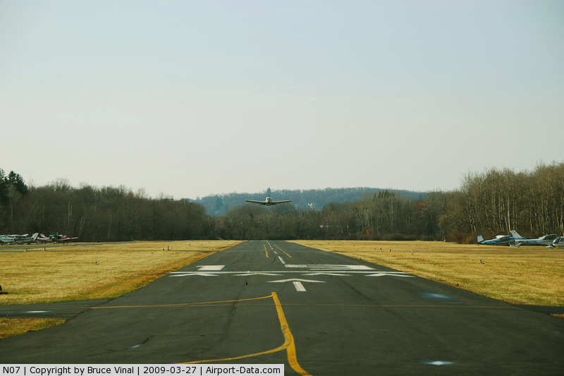Lincoln Park Airport (N07) - N415JL Heads into the wind