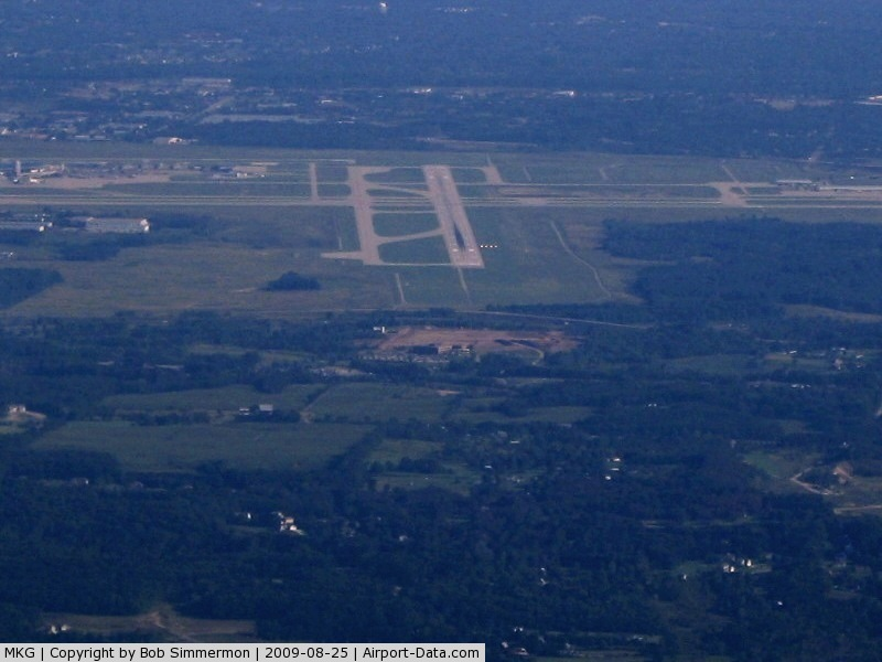 Muskegon County Airport (MKG) - Looking down RWY 32