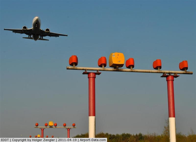 Tegel International Airport (closing in 2011), Berlin Germany (EDDT) - Final approach above Jungfernheide.