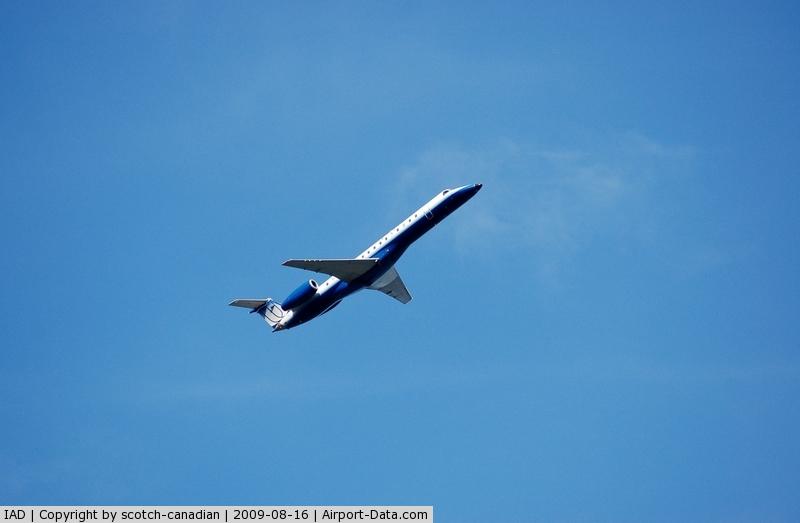 Washington Dulles International Airport (IAD) - Commercial Airliner departs Washington Dulles International Airport, Chantilly, VA