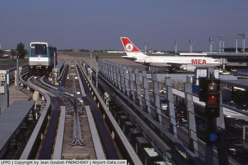 nearest airport paris