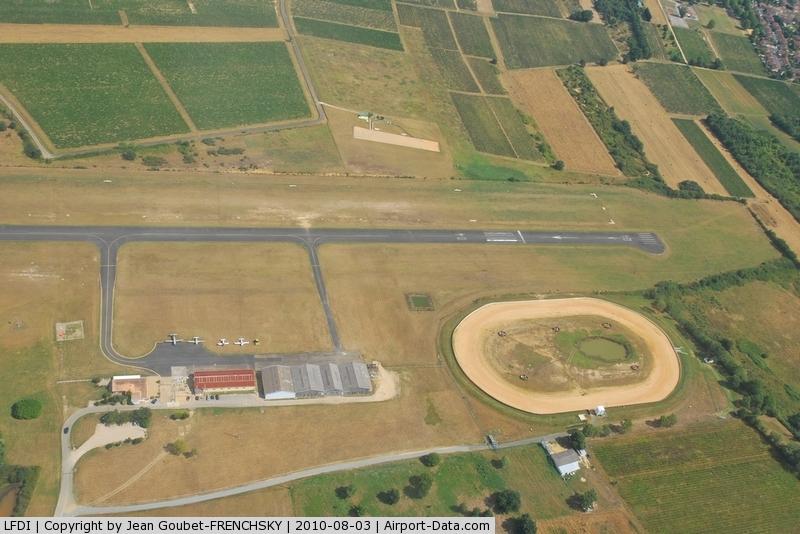 Libourne Artigues-de-Lussac Airport, Libourne France (LFDI) - à la verticale avant la finale