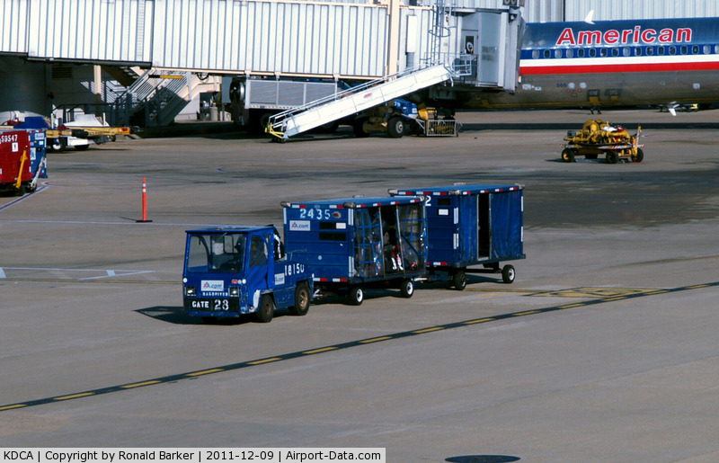 Airport Baggage Tugs http://www.airport-data.com/airport/photo/025061.html.html