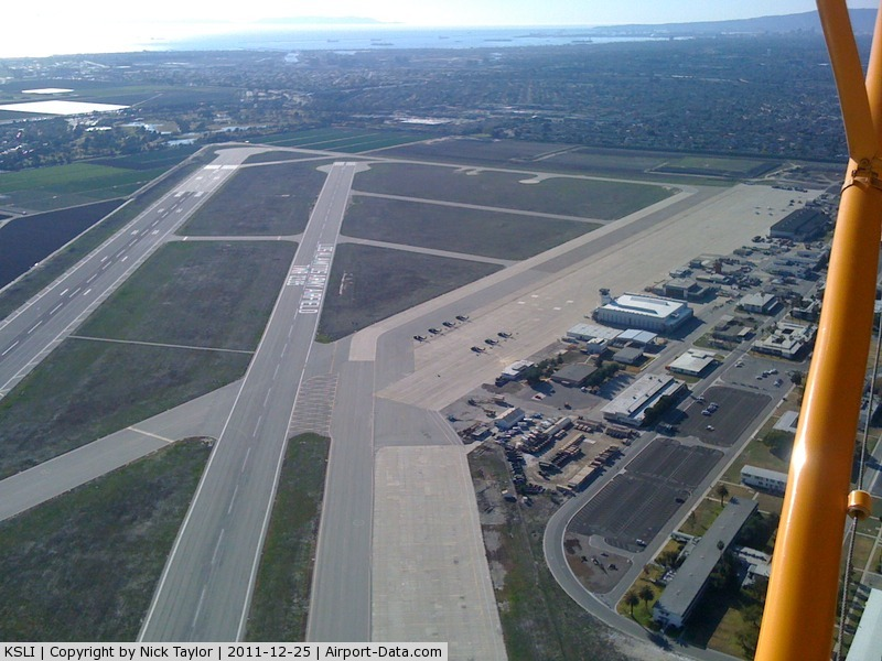 Los Alamitos Aaf Airport (SLI) - Cruising over Los Al