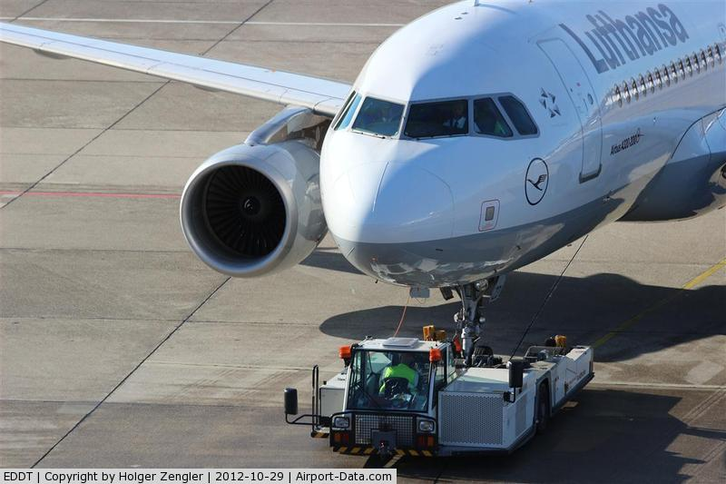 Tegel International Airport (closing in 2011), Berlin Germany (EDDT) - It´s push back time again!!!