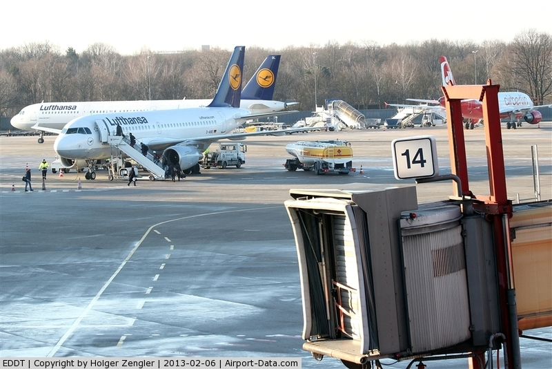 Tegel International Airport (closing in 2011), Berlin Germany (EDDT) - First pic I´ve taken on this beautiful spotter day at TXL....