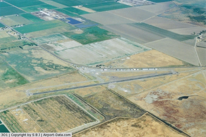 Gustine Airport (3O1) - Gustine around 2005. Looking to the north.The original runway paralleled  the hangars and was much shorter.The gas island is on the west end of the old runway.