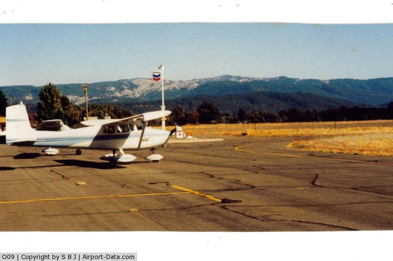 Round Valley Airport (O09) - Ramp view at Round Valley looking to the SE. Can walk to the small town, but it is a good walk.