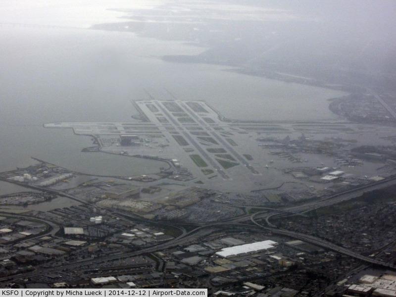 San Francisco International Airport (SFO) - Heavy rain at SFO