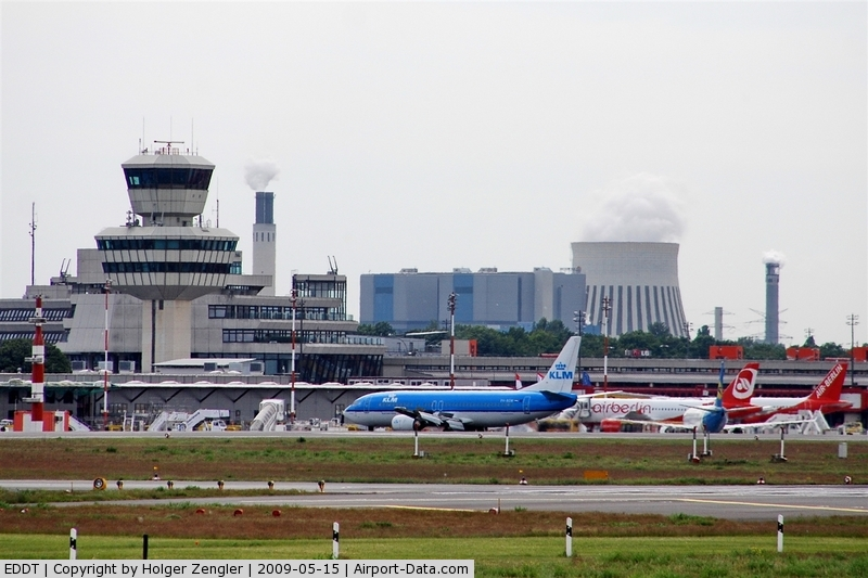 Tegel International Airport (closing in 2011), Berlin Germany (EDDT) - Southern view to apron and terminal building....