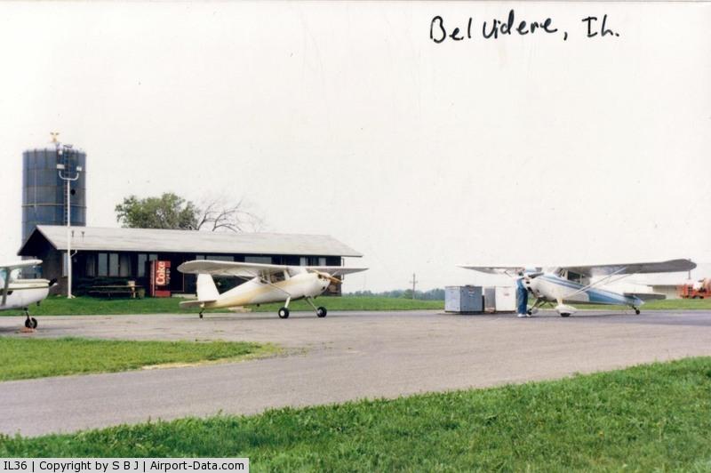 Bob Walberg Field Airport (IL36) - A fuel stop at IL36.