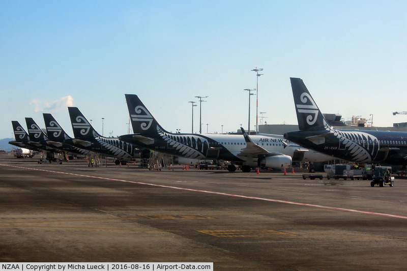 Auckland International Airport, Auckland New Zealand (NZAA) - Auckland is home of Air New Zealand's black & white fleet of A320s