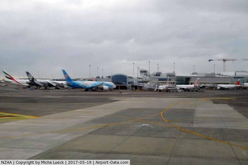 Auckland International Airport, Auckland New Zealand (NZAA) - EK, NZ, CZ, VA, PR