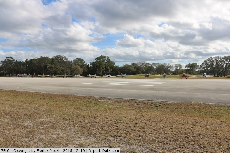 Spruce Creek Airport (7FL6) - aircraft lined up for the gaggle flight