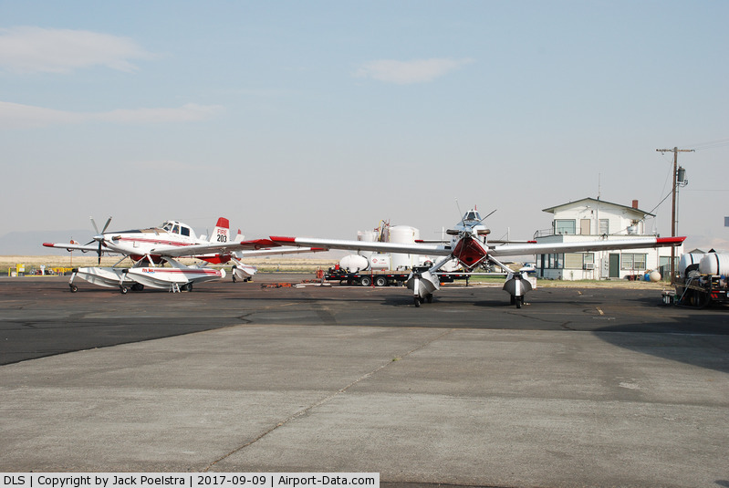 Columbia Gorge Rgnl/the Dalles Municipal Airport (DLS) - Air Tractors at The Dalles muni. airport
