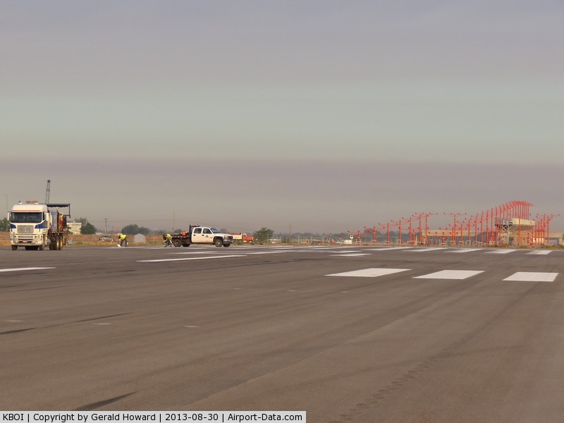 Boise Air Terminal/gowen Fld Airport (BOI) - Yearly painting of the runways.