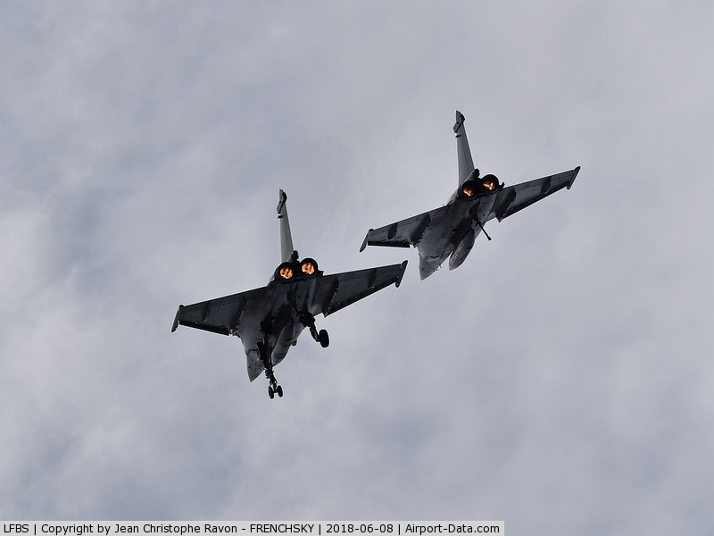 Biscarrosse Airport, Parentis Airport France (LFBS) - RAFALE MARINE (training for Biscarrosse show 2018)