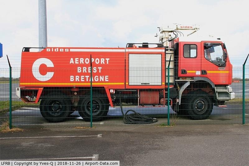 Brest Bretagne Airport, Brest France (LFRB) - Fire truck, Brest-Bretagne airport (LFRB-BES)