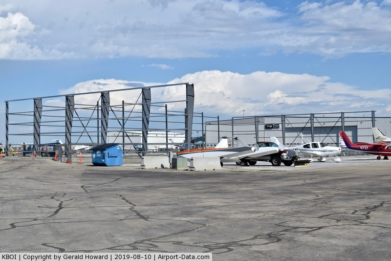 Boise Air Terminal/gowen Fld Airport (BOI) - Another new hanger going up.
