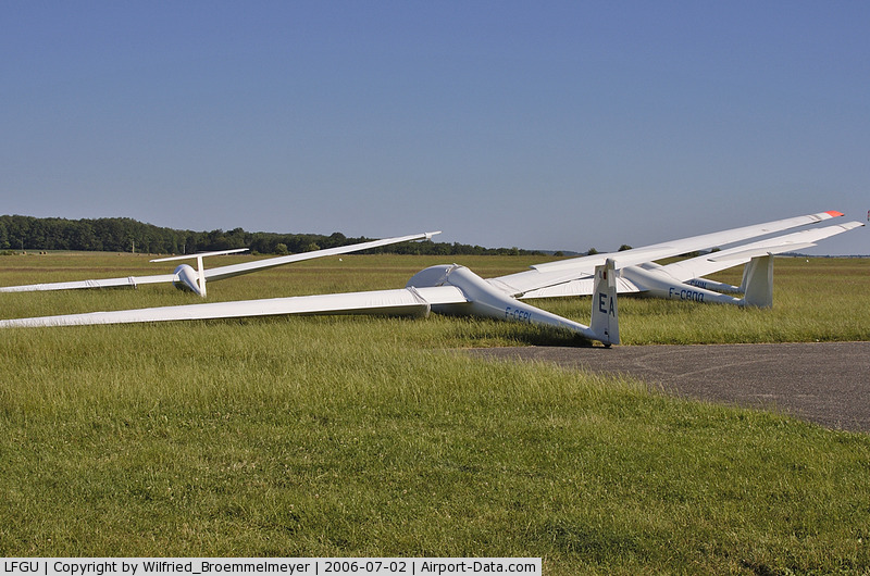 Sarreguemines Neunkirch Airport, Sarreguemines France (LFGU) - To see are from right to left F-CHIN; F-CBDQ and F-CEPI