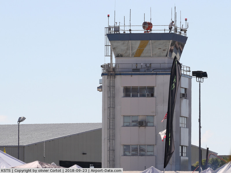 Charles M. Schulz - Sonoma County Airport (STS) - the control tower