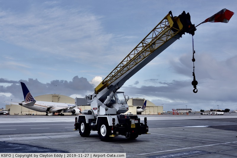 San Francisco International Airport (SFO) - Crane used to lift flight controls and engines. SFO 2019.
