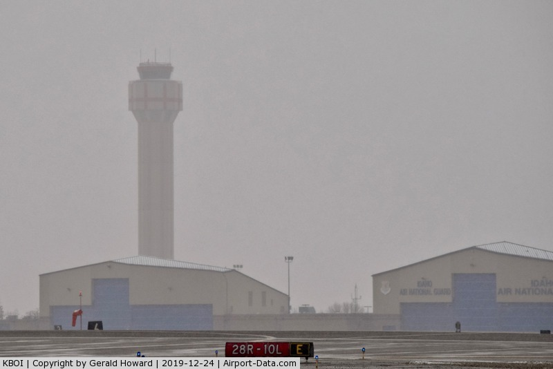 Boise Air Terminal/gowen Fld Airport (BOI) - Snow starting to close in.