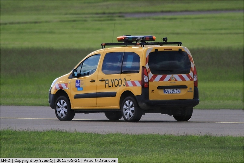 Paris Orly Airport, Orly (near Paris) France (LFPO) - Taxiway security, Paris-Orly airport (LFPO-ORY)