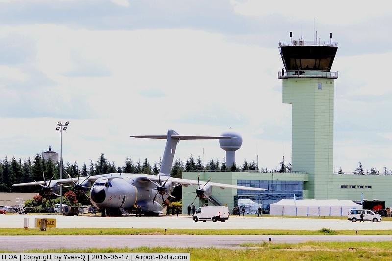 LFOA Airport - Avord air base 702 (LFOA)