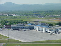 Roanoke Rgnl/woodrum Field Airport (ROA) - Airport Terminal - by Darrell Rayfield