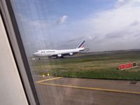 Paris Charles de Gaulle Airport (Roissy Airport), Paris France (LFPG) - Waiting for landing aircraft at holding point K7 of 27L - by Erdinç Toklu
