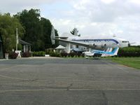 Fontenay Tresigny Airport - The Bréguet is a café/restaurant at Fontenany-Trésigny. - by Erdinç Toklu