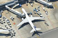 Los Angeles International Airport (LAX) - United Boeing 757 - by David Pauritsch