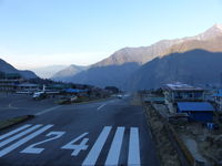 Lukla Airport - Tensing-Hillary Airport - by e-voyageur