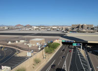 Phoenix Sky Harbor International Airport (PHX) - the terminals are located between the runways - by olivier Cortot