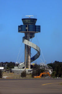 Sydney Airport - Sydney Tower - by Micha Lueck