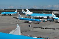 Amsterdam Schiphol Airport - KLM Satelite - by Keith Sowter
