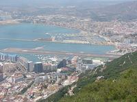 Gibraltar Airport - Gibraltar runway - by Christian Maurer